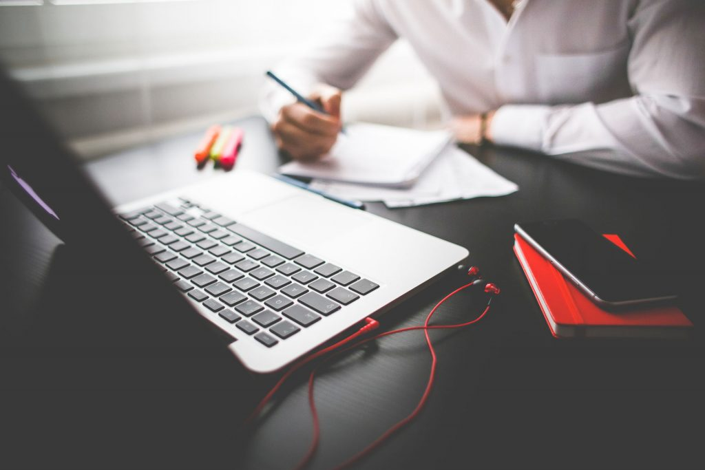 2-entrepreneur-working-on-his-macbook-picjumbo-com
